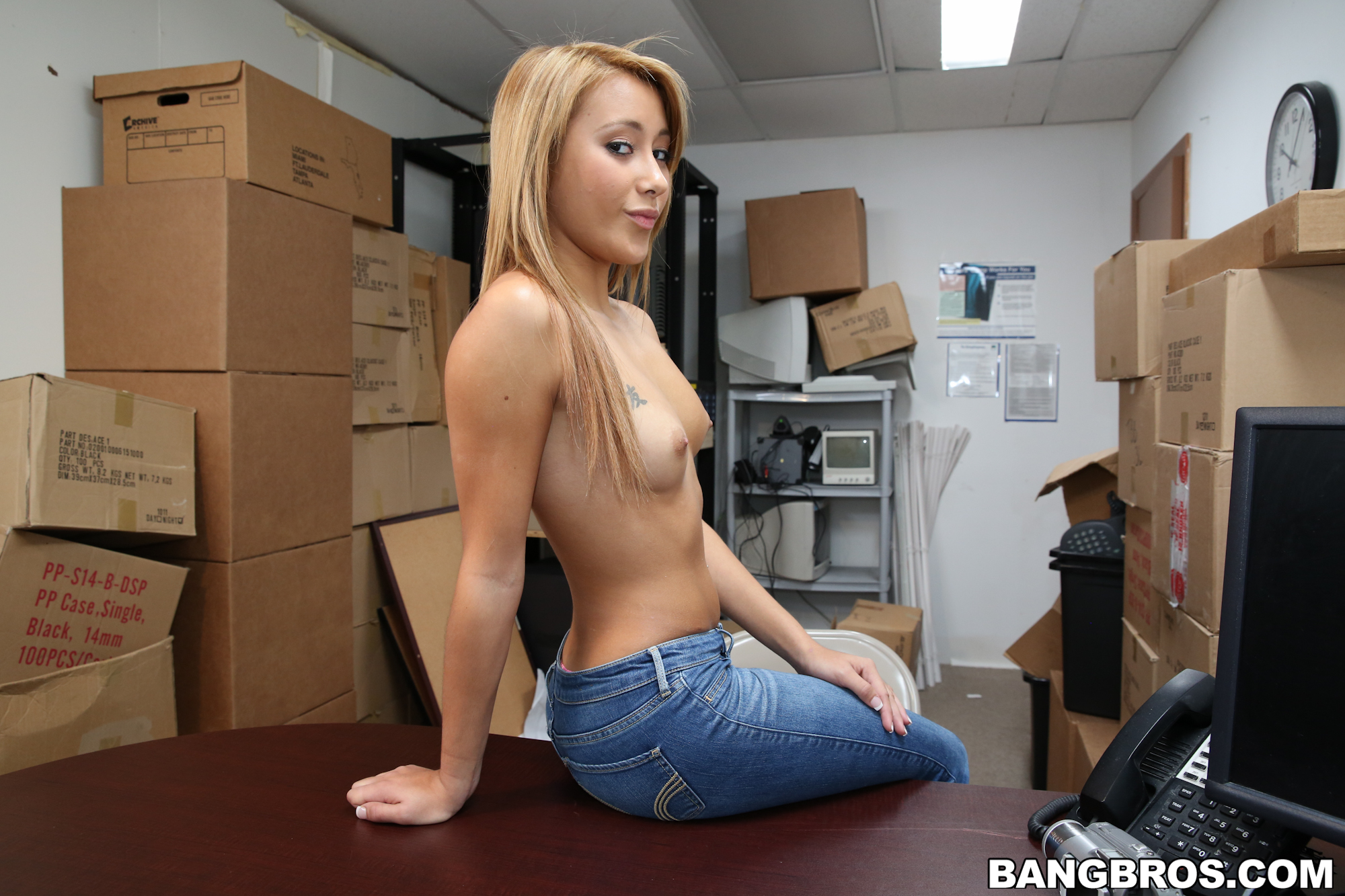 girl play with there pussy